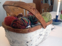 thumb-yarn-in-birch-basket